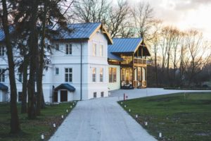 How long does a roof last? The type and quality of the roof is what is the determining factor